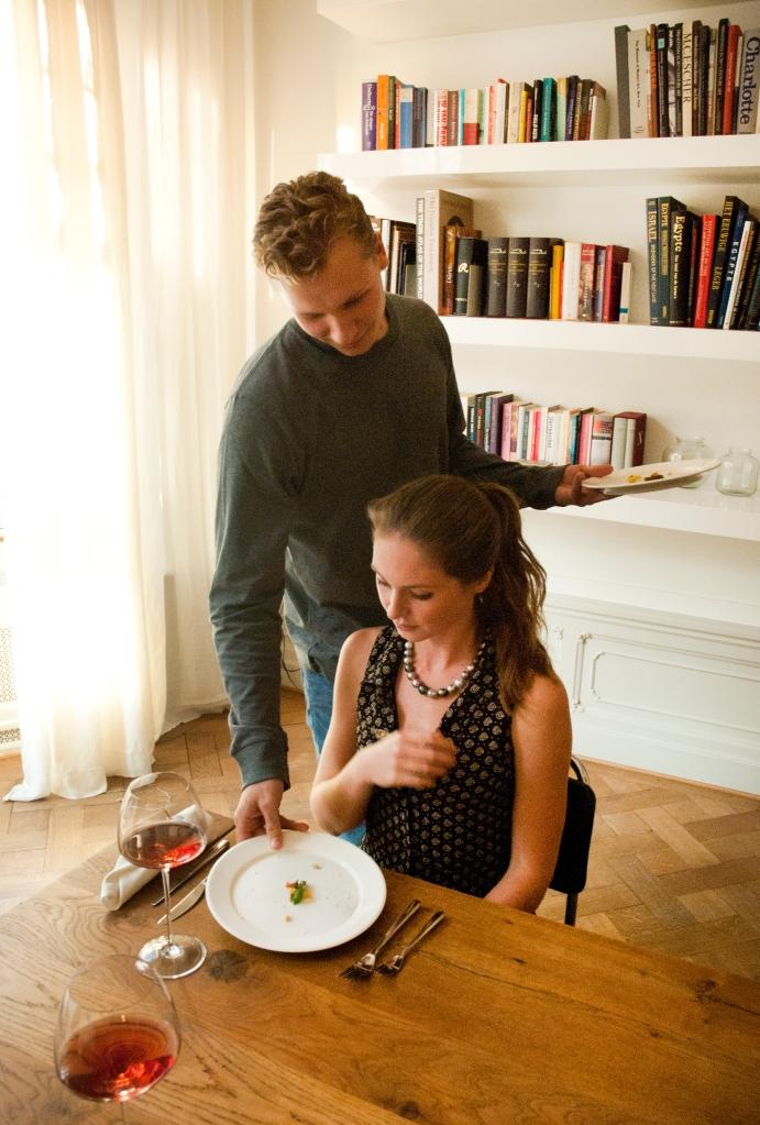 ~ Hoofdgerecht ~  Gegratineerde pasta met een basilicumtopping en gevulde pijnboompit Prijs: € 135